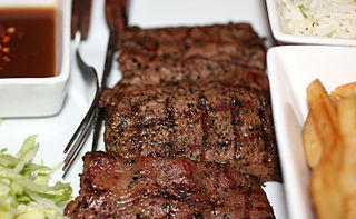 """carne """"ancho ="""" 320 """"alto ="""" 197 """"srcset ="""" http://www.healthhype.com/wp-content/ uploads / meat.jpg 320w, http://www.healthhype.com/wp-content/uploads/meat-300x184.jpg 300w """"sizes ="""" (max-width: 320px) 100vw, 320px """"/> [19659003] Pautas para los alimentos que deben comerse para detener la diarrea</h2><p> Aunque los alimentos por sí solos no pueden detener la diarrea, existen ciertos elementos que en realidad pueden empeorar. Por lo tanto, se deben evitar estos alimentos y bebidas: alimentos azucarados, alimentos grasos, procesados y aquellos cargados de conservantes y colorantes. Los lácteos, alimentos que se sabe que aumentan el gas o con edulcorantes artificiales también pueden ser un problema. Con respecto a las bebidas, las bebidas con cafeína (café, té y cola), bebidas alcohólicas, jugos de frutas y refrescos deben evitarse .</p><p> Lea más en <a title="""