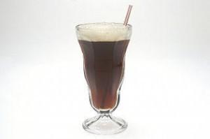 """soda """"width ="""" 300 """"height ="""" 199 """"srcset ="""" https: // www.healthhype.com/wp-content/uploads/soda-300x199.jpg 300w, http://www.healthhype.com/wp-content/uploads/soda.jpg 320w """"sizes ="""" (max-width: 300px) 100vw, 300px """"/></p><p> Las grasas trans, que a menudo se encuentran en comidas rápidas y productos horneados grasos, son dañinas para la salud en general y también pueden afectar al hígado. En primer lugar, las grasas trans contribuyen al aumento de peso y la obesidad. puede conducir a una enfermedad del hígado graso. Sin embargo, los estudios también han demostrado que consumir dietas ricas en grasas trans puede dañar directamente el hígado que procesa estos alimentos y puede conducir a la enfermedad hepática. [196590001]</p><h3><span id="""